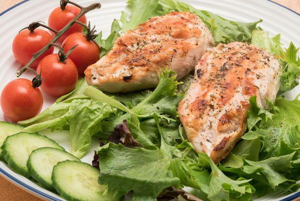 Rytmiruokavaliossa painotetaan säännöllisiä ruokailuaikoja ja kasvisten syömistä.