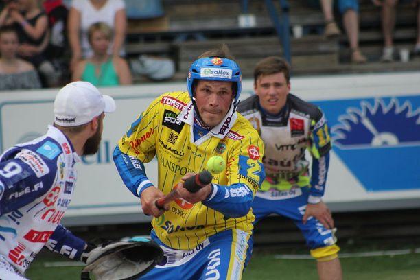 Tuomo Lönnmark taisteli Saarikentällä Ankkurien paidassa.