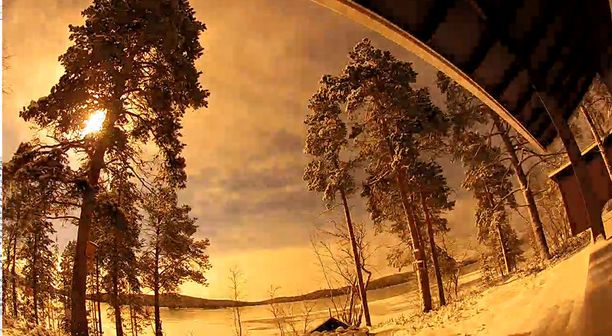 Sveitsiläisen Patrick Albrechtin vapaa-ajan asunnon ympäristöä kuvaava videokamera tallensi kirkkaan tulipallon.