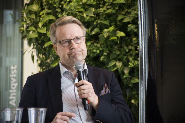 Kysyttäessä kokouksen hyödyistä kävijöille Elinkeinoelämän valtuuskunnan johtaja Matti Apunen sanoo, että hyöty on jokaisesta itsestä kiinni, kuten aina seminaareissa tutustuttaessa vaikutusvaltaisiin ihmisiin.