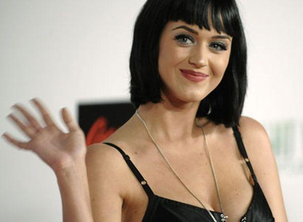 Laulaja Katy Perry esiintyi uuden vuoden yönä Los Angelesissa.