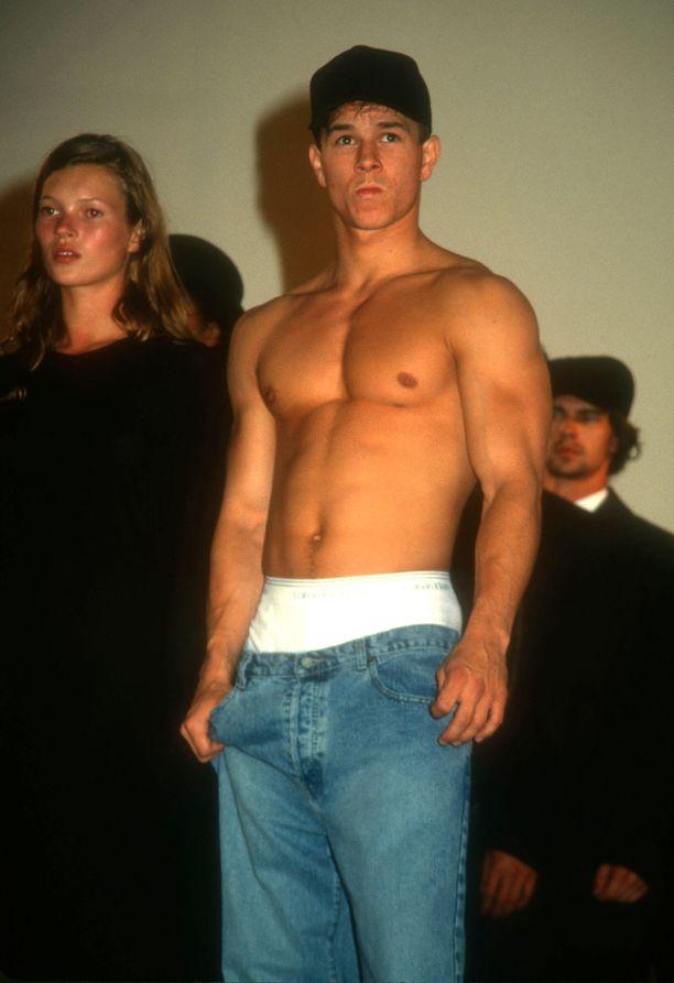 Kate Moss ja Marky Mark hyväntekeväisyysmuotinäytöksessä 1990-luvulla.