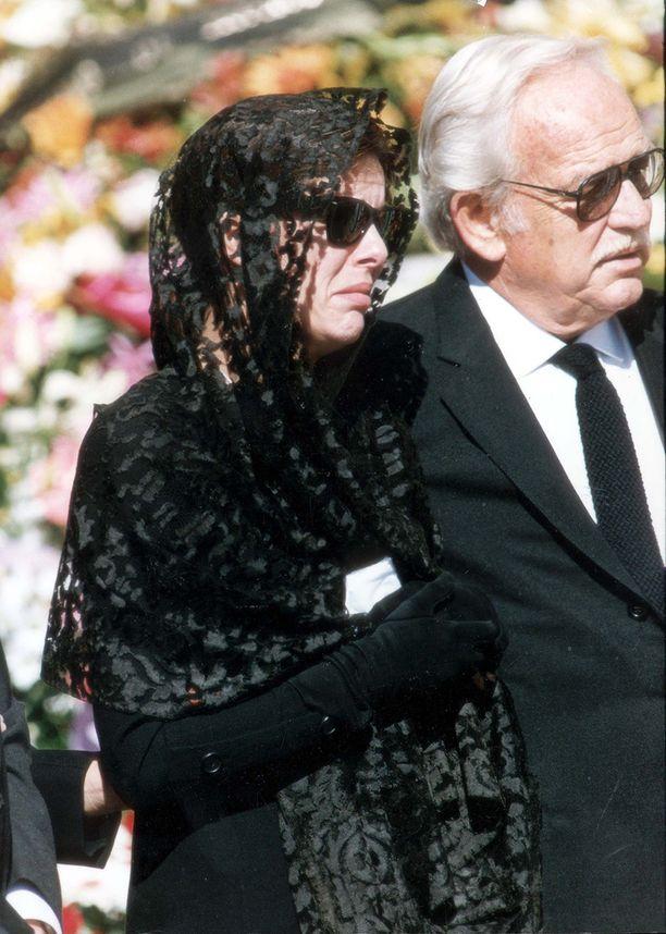 Prinsessa Carolinen suru oli käsinkosketeltavaa. Tukea tarjosi isä, ruhtinas Rainier.