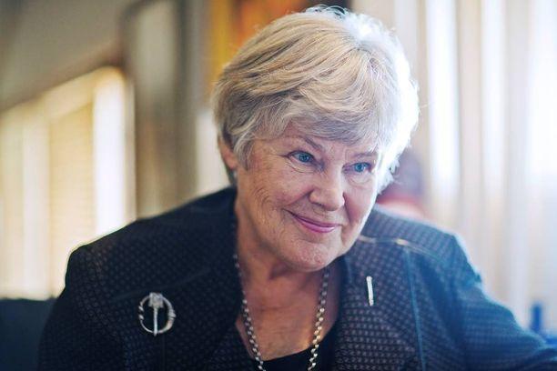 Poliitikko Elisabeth Rehn sanoo, ettei hätämajoituskeskus vaikuttaisi hänen elämäänsä.