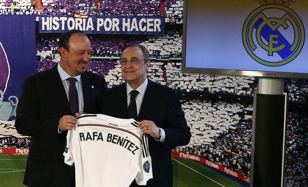 Rafael Beniteziä hymyilytti tuore Real Madrid -sopimus - ainakin vielä.