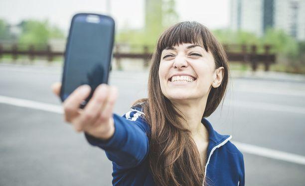 Selfietkin käyvät kaupaksi pimeillä markkinoilla. Kuvituskuva.