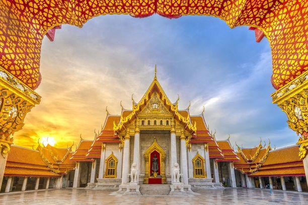 Kilpailun toiseksi tiensä raivannut BerryJ-nimellä esiintyvä kuvaaja pääsi 15 kärkikuvan joukkoon myös toisella otoksellaan, jossa komeilee Bangkokissa sijaitseva buddhalaistemppeli.