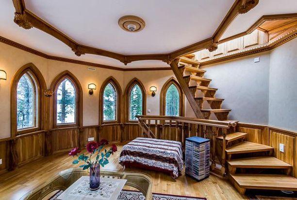 Puupaneelit, ornamentit ja muut yksityiskohtaiset rakenteet ovat osan talon karismaa.