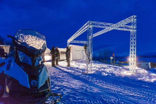 Saanalle nousee maailman suurin valotaideteos. Kuva sen valmisteluista.