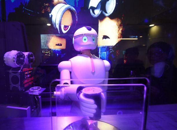 Osa tosielämän roboteistakin on ihmismäisiä, kuten tämä asiakaspalvelijarobotti Kiinan Hangzhoussa.