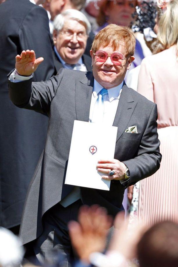 Sir Elton John ylisti BBC:llä prinssi Harrya ja prinsessa Dianaa. Kuvassa laulaja prinssi Harryn ja Meghan Marklen häissä.