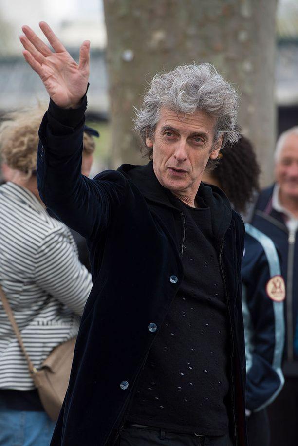 Hei hei, Peter Capaldi! Pidimme sinustakin Tohtorina, mutta nyt on uusiintumisen aika!