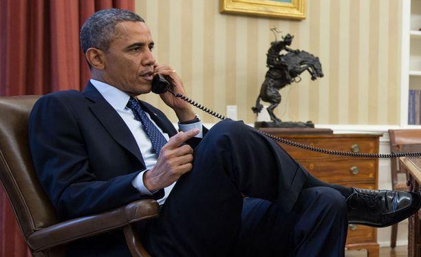 FBI:n johtaja Robert Mueller kertoi presidentti Obamalle uusimmat tilannetiedot puhelimitse.