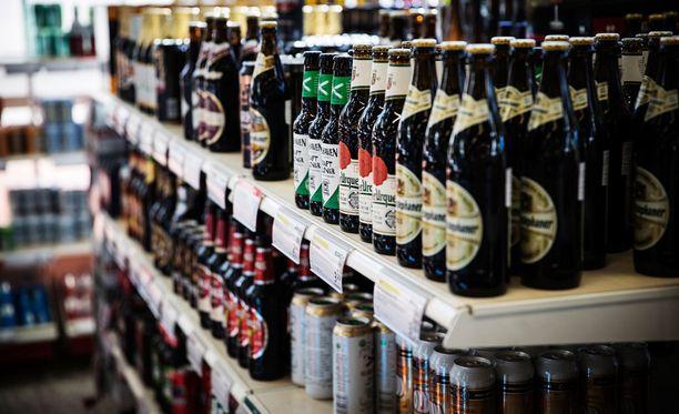 Neloskaljan hinta laskee Taloustutkimuksen tutkimuksen mukaan lähes 40 prosenttia, jos alkoholilain uudistus menee läpi. Nyt nelosolutta ja saman vahvuisia siidereitä ja lonkeroita saa vain Alkoista.