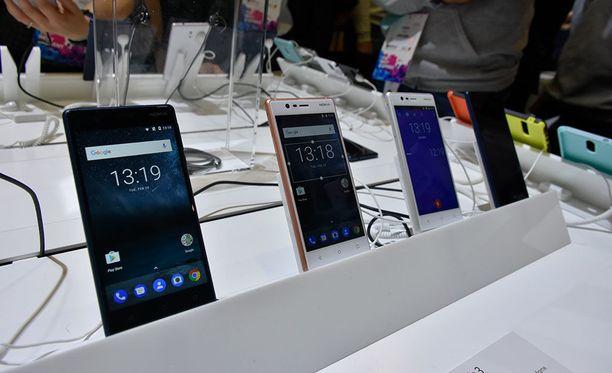 Iltalehti pääsi tutustumaan kolmeen jo julkistettuun Nokia-älypuhelimeen julkistustapahtuman yhteydessä.