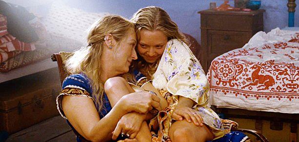 Amanda Seyfried ja Meryl Streep esittävät äitiä ja tytärtä Mamma Mia! -elokuvissa.