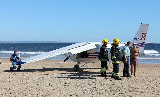 Cessnasta rikkoontui yksi siipi, mutta kumpikin koneessa olleista selvisi vahingoittumattomana.