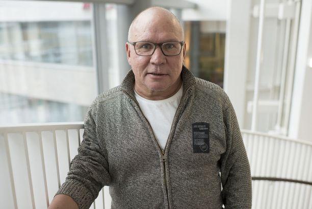 Sakari Pietilä toimi takavuosina SM-liigan päävideotuomarina.