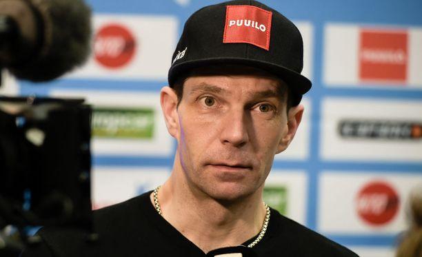 Janne Ahonen lupaa palauttaa apurahan, jos hänen otteensa eivät tyydytä olympiakomiteaa.