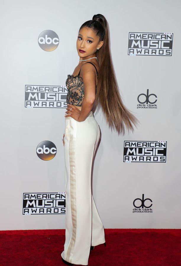 24-vuotias Ariana Grande tunnetaan kappaleistaan Break Free, Problem ja Love Me Harder.
