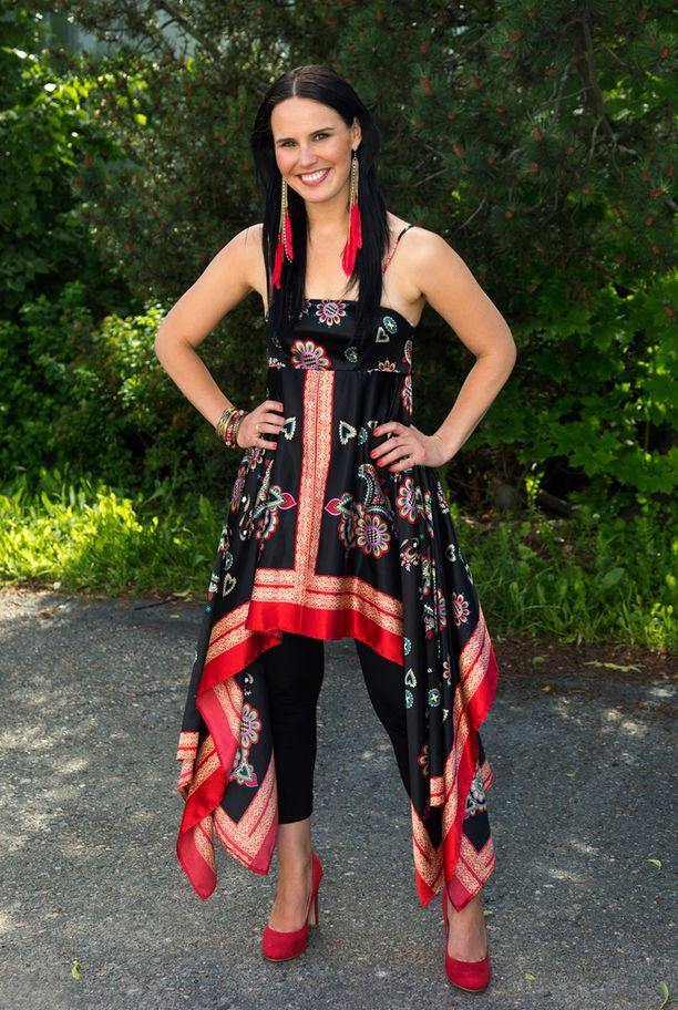 Mekko ja leggingsit -tyyli oli suosiossa 2012 myös Anne Mattilalla.