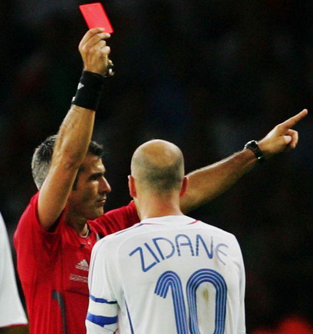 Zinedine Zidane näki MM-kisoissa punaista.
