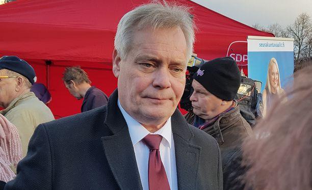 Gallupeissa suosituimman puolueen paikkaa pitävän SDP:n puheenjohtaja Antti Rinne joutuu pysyttelemään pois vaaliteltoilta vielä helmikuussa.