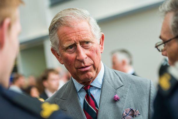 Prinssi Charles ei ohitellut jonoa koronatestiin mennessään.