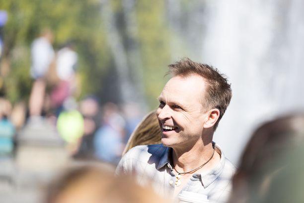Phil Keoghan on juontanut Amazing Racea sarjan alusta asti.