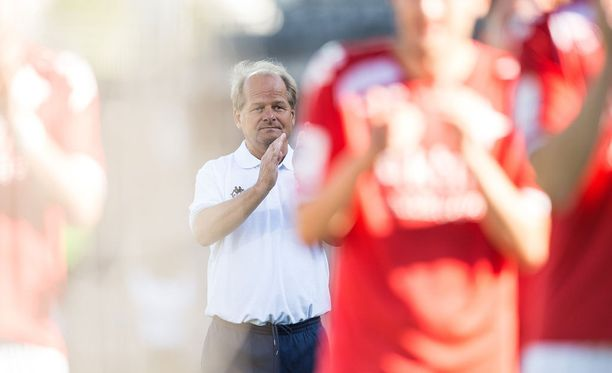 Antti Muurinen aikoo olla yhteyksissä Jani Honkavaaraan.