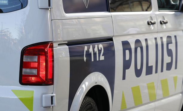 Helsingin poliisin mukaan useat huijarit ovat käyttäneet seniorikansalaisten hyväuskoisuutta hyväksi.