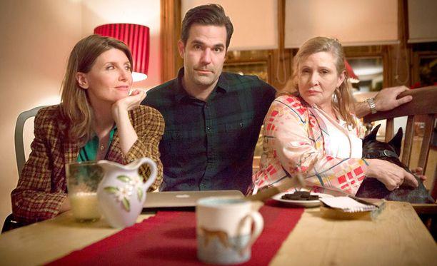 Sharon tutustuu ensin Robiin ja sitten aika pian myös Miaan.