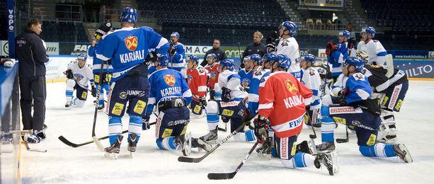 Panimoteollisuus rahoittaa suomalaista jääkiekkoa.
