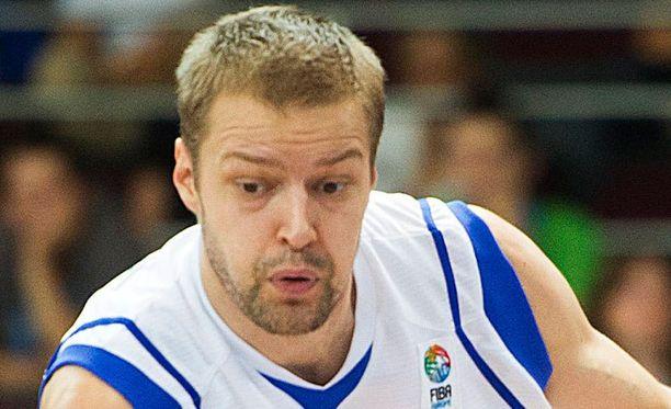 Hanno Möttölä pelaa maajoukkueessa ilman seurajoukkuesopimusta.