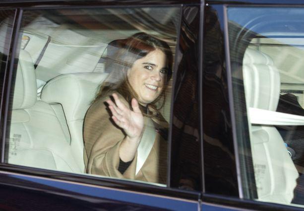 Prinsessa Eugenie lähdössä synnytyssairaalasta.