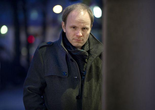 """Dome Karukosken harteille on ehditty sovitella jo """"Suomen kansallisohjaajan"""" viittaa."""