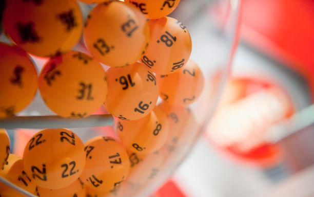 Loton 2,7 miljoonan täysosuma päätyi nettiporukalle Vaasaan, Siikalatvae ja pääkaupunkiseudulle.