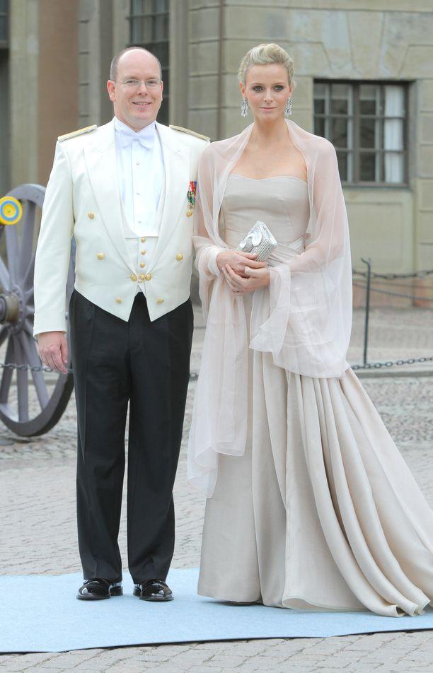 Ruhtinaspari Ruotsin kruununprinsessa Victorian ja prinssi Danielin häissä.