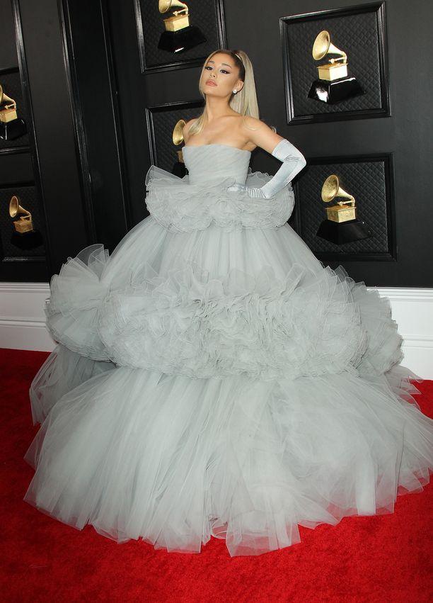 Ariana Granden puku on Giambattista Vallin haute couture -teos.