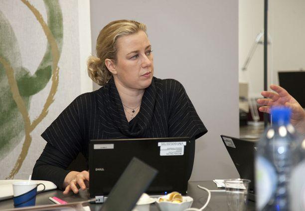 Valtiovarainministeri Jutta Urpilainen neuvotteli Kreikan toisesta apupaketista euromaiden valtiovarainministerien kanssa yli 13 tuntia putkeen.