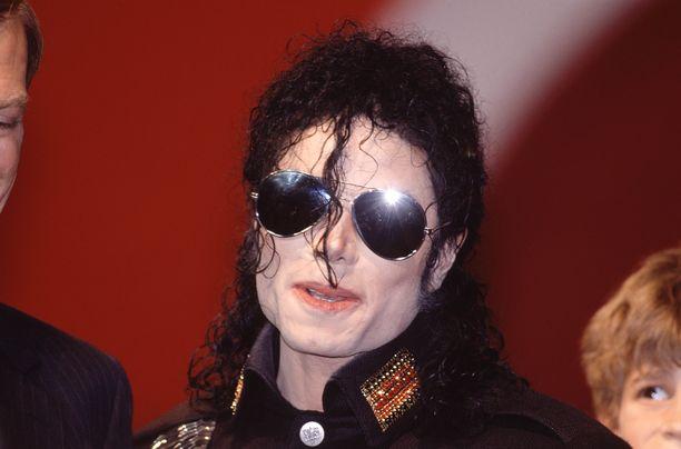 Amerikkalaismiehet esittivät raskaita syytöksiä Michael Jacksonia kohtaan BBC:n haastattelussa.