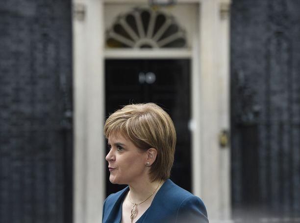 Skotlannin pääministerin mukaan kova brexit johtaisi taloudelliseen katastrofiin.