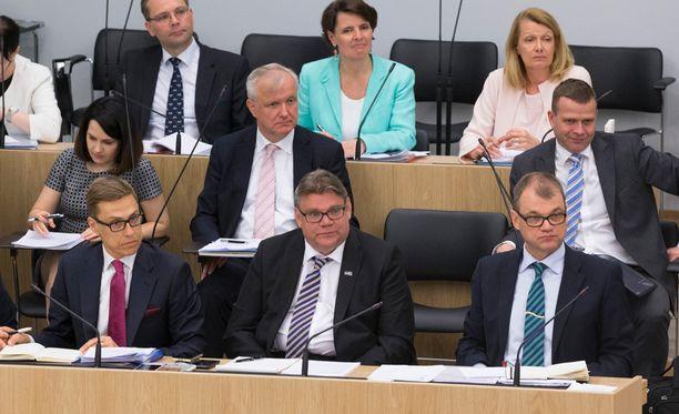 Ylen uutisten saamien tietojen mukaan Suomi estää lainan antamisen Kreikalle.