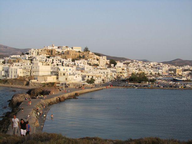 Naxoksellakin pääsee ihastelemaan valkoisia kyliä, mutta turistitulva on toista luokkaa kuin Santorinilla.