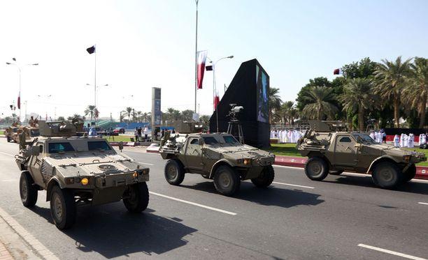 Pääkaupunki Dohassa vietettiin maan kansallispäivää joulukuussa 2009. Pääministeri Juha Sipilä (kesk) vieraili Qatarissa toukokuussa ja tapasi maan johtoa.