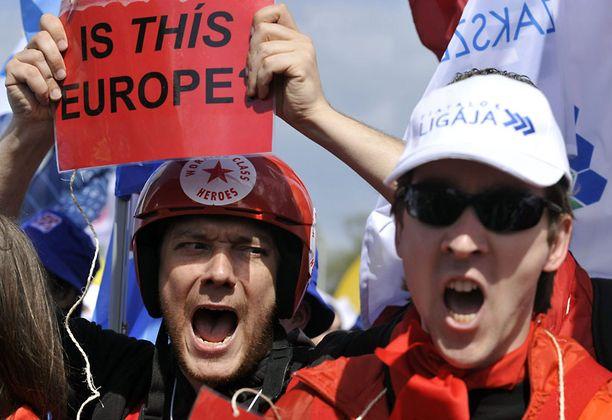 Portugalilaisen ammattiliiton jäsenet vastustivat säästötoimia.