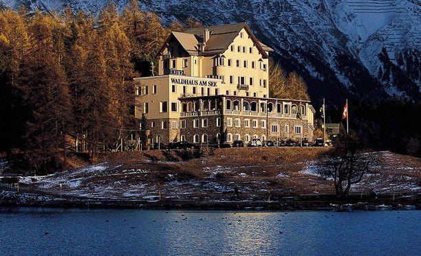"""Waldhaus am See -hotelli St. Moritzissa ylpeilee maailman parhaalla viskibaarilla, mutta hotelli itsessään on """"vain"""" kolmitähtinen."""