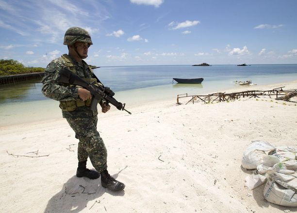 Filippiiniläinen sotilas Spratlysaarilla.