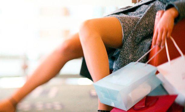 Tutkijat ehdottavat hormonivaihtelujen aiheuttamille shoppailupuuskille yllättävää ratkaisua.