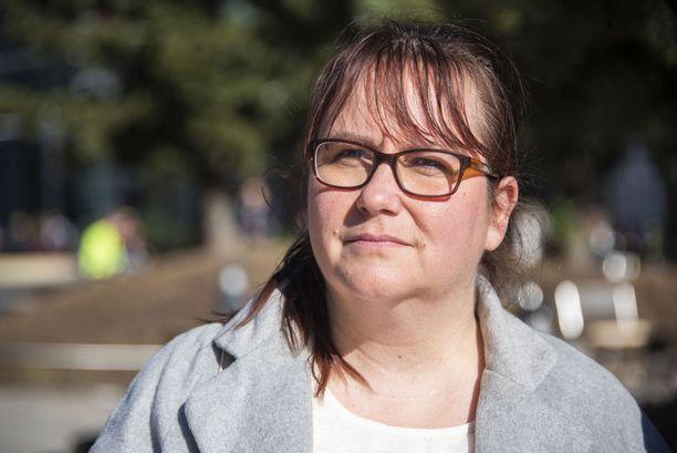 Katri Järvenranta on pikkuhiljaa oppinut elämään oireidensa kanssa. Eniten häntä harmittaa se, että toisella hänen lapsistaan on myös perinnöllinen MEN1-oireyhtymä.